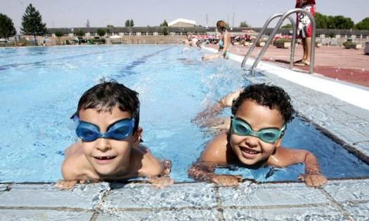 niños y piscinas